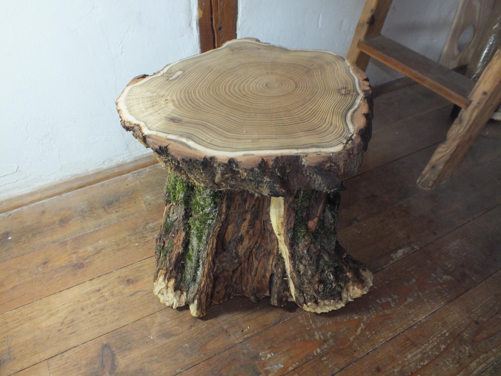 Beistelltisch Aus Akazien Baumstamm Und Scheibe Eingelassen Poliert